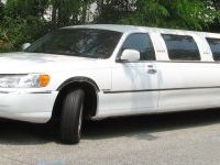 98-02_Lincoln_Town_Car_limousine-1200x600-300x150